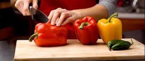peperoni-preparazione-buccia Ricette tradizionali in cucina | RicetteCasa.it